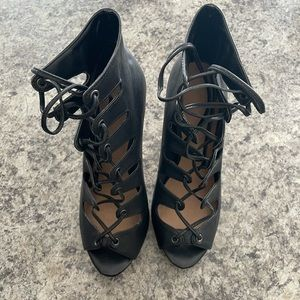 Le Chateau tie up heels size 7